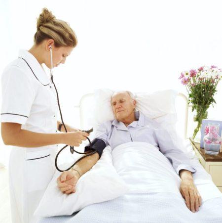 Медсестра и больной