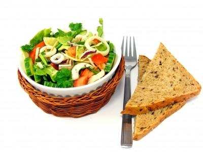 Хлеб и салат